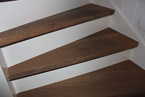 Landelijke trappen met noesten