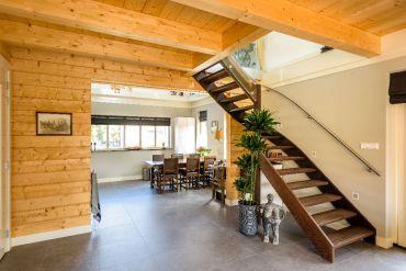 Weng hardhouten trappen van de coolwijk trappen - Moderne trapmodel ...